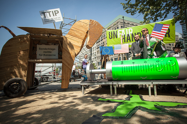 TTIP UnFairHandelbar - Aktion am 13.06.2013 in Berlin (Foto: Jakob Huber/Campact)