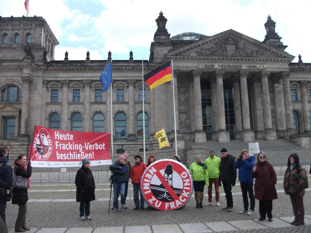 Fracking-Aktion Bundestag April 2016