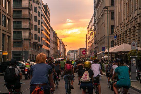 Zwei Räder einer Medaille: Lokale Verkehrswende und globale Klimagerechtigkeit