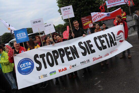 Investorenschutz und Konzernklagerechte trotz Klimakrise? CETA, ECT und Umwelt sind sich nicht grün